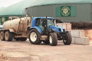NH_Wyke_Farms_Methane_Tractor_001[1]