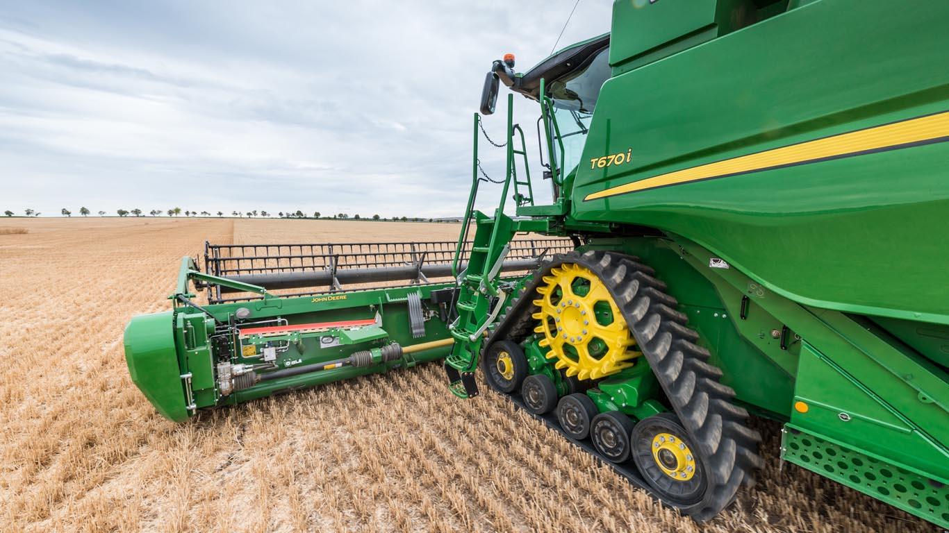 John Deere Combine >> New Tracks For John Deere Combines Tillage And Soils