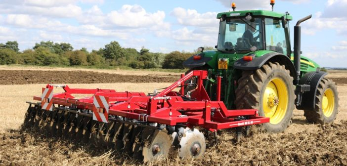 40 years experience goes into new cultivator at Tillage-Live