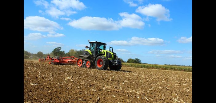 AXION 900 TERRA TRAC enters full production